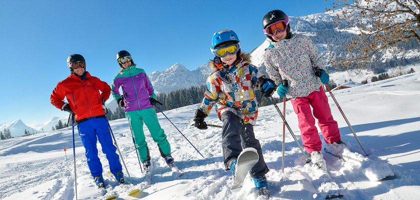La Clusaz - Family in the snow